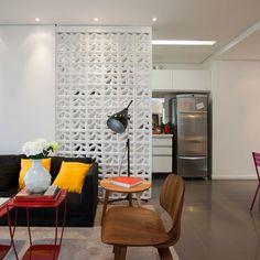 Divisórias em 3D: cobogó, madeira, vidro e muito mais - Autor: bim.bon - Para plantas sem paredes, cozinhas americanas, separação de cômodos, fachadas ou o que mais seu projeto precisar. As divisórias trazem personalidade e singularidade aos ambientes onde encontram-se presentes. O material divide e, ao mesmo tempo, integra os ambientes de uma casa, apartamento, comércio ou escritório. Não ocupa muito espaço, favorece a ...