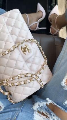 Fashion Handbags, Purses And Handbags, Fashion Bags, Womens Fashion, Luxury Purses, Luxury Bags, Chanel, Cute Bags, Balenciaga