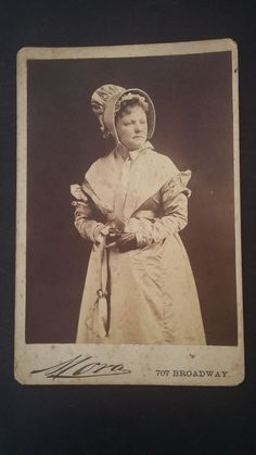 ANTIQUE CABINET PHOTO SIGNED MORA BROADWAY - ACTRESS? - PHOTO ANCIENNE