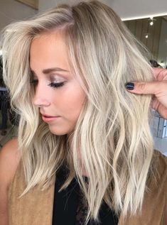 Most Beautiful Balayage Lob Styles for Women 2018 We are going to present here the most beautiful hair color ideas for bob haircuts to make them look modern and cute than ever. Which Hair Colour, Hair Color And Cut, Cool Hair Color, Hair Cuts And Color Ideas, Lob Haircut, Lob Hairstyle, Cool Hairstyles, Hairstyle Ideas, Balayage Lob