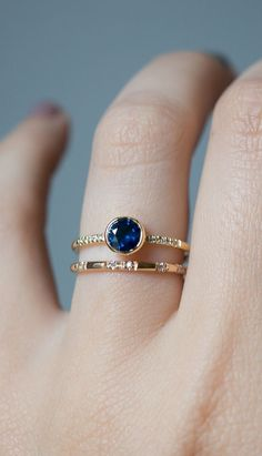 aClassic deep blue sapphire engagement ring stands out set in 18k gold