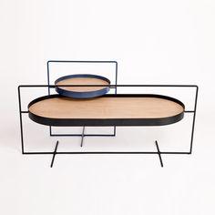 Le designer chinois Mario Tsai a imaginé un couple de tables qui, à la manière d'un panier, sont dotées d'une anse permettant de les déplacer avec une seule main. ...