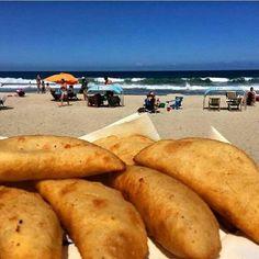 Empanadas Venezuelan Food, British Overseas Territories, South American Countries, Chicharrones, Caribbean Sea, Valencia, North America, Healthy Living, Spanish