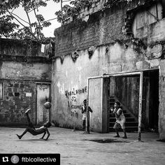 #Repost @ftblcollective and  @boogiephotographer  Favela MANGUEIRA Rio de Janeiro Brazil. #riodejaneiro #brazil #mangueira #favela #football #soccer #boogiephotographer by mundialstyle Pure Football, World Football, Football Soccer, Soccer Photography, Street Photography, Children Photography, Messi, Neymar, Soccer Tattoos