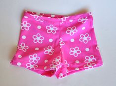 I've been wanting to make these gym shorts for a long time but life got in the way. The girls all do classes at the local gym, and ...