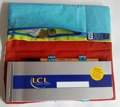 Mon porte chéquier {Tutoriel} Diy Pochette, Messenger Bag, Satchel, Organization, Sewing, Bags, Fashion, Scrappy Quilts, Baby Sewing