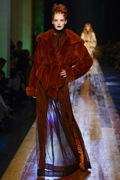 Photo galleries fashion week : Jean Paul Gaultier Fall-Winter Haute Couture ( - The World's Fashion Business News Fashion Week Paris, High Fashion, Fashion Show, Fashion Design, Fashion Goth, Couture Mode, Style Couture, Couture Fashion, Runway Fashion