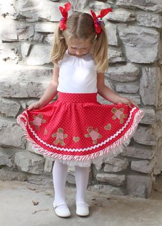 Christmas gingerbread twirl circle skirt dress by mackandlilypatterns.  Skirt pattern includes optional suspenders and 4 applique patterns...poodle, Scottie dogs, prancing ponies, and gingerbread boys.