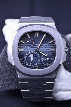 "Patek Philippe [NEW][CAN NAME] Mens Stainless Steel ""Nautilus"" 5712/1A Blue Dial Watch at HK$259,000."