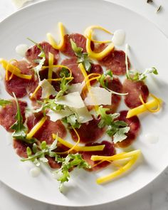 Carpacccio of duck with mango and orange. European Home Decor, Hawaiian Pizza, Fine Dining, Mango, Starters, Tapas, Lunches, Bacon, Good Food