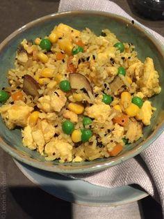 Bloemkoolrijst met lentegroenten en ei Fried Rice, Fries, Vegetarian Recipes, Paleo, Lunch, Healthy, Ethnic Recipes, Egg As Food, Eat Lunch