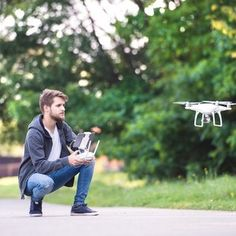 Faire voler son drone, oui, mais pas n'importe comment. Petit récapitulatif sur la législation concernant les objets volants bien identifiés.