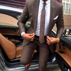 Suit for Men Wearing a suit makes you feel powerful, at least for me it does! The most powerful color suit is a gray suit. Mens Fashion Blog, Mens Fashion Suits, Mens Suits, Men's Fashion, Groomsmen Suits, Lifestyle Fashion, Suit For Men, Fashion Trends, Gentleman Mode