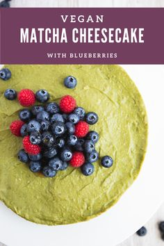Delicious vegan matcha cheesecake with blueberries that is raw, naturally sweetened, and gluten-free, packed with flavour and good-for-you ingredients. #vegan #cheesecake #dessert