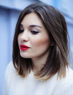 This short hairstyle looks cute and smooth. The fine hair lays neatly along the sides of the face and in the fringe area. The two sides are textured along the bottom edge with a slight razor-cut or point-cut skill to make the blunted hairline softer, yet leaving the hairstyle with wonderful shape.The straight part makes the whole hairstyle even and exposes the forehead charmingly.