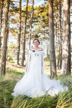 WeaveRdream gallery showcasing Korowai (Maori Cloak) for weddings and other events. Ruby Wedding, Wedding Gowns, Maori Patterns, Flax Weaving, Maori Designs, Maori Art, Yes To The Dress, Cloak, Culture