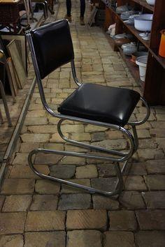 unidentified cantilever chair Bauhaus Deutsche Moderne