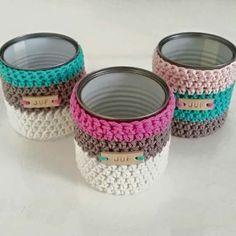 62 ideas for crochet decoracion tazas mesh bottle holder free crochet pattern Crochet Home, Crochet Gifts, Diy Crochet, Crochet Basket Pattern, Crochet Stitches Patterns, Crochet Coffee Cozy, Crochet Storage, Crochet Potholders, Crochet Projects