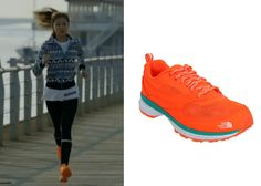 "Gong Hyo-Jin 공효진 in ""It's Okay, That's Love"" Episode 3.  The North Face NYJ5JF32 Running Shoes #Kdrama #ItsOkayThatsLove 괜찮아, 사랑이야 #GongHyoJin"