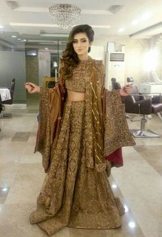 So pretty! But Y the model look so unhappy? Pakistani Couture, Pakistani Wedding Dresses, Indian Couture, Pakistani Outfits, Indian Dresses, Indian Outfits, Arab Fashion, Indian Fashion, Desi Clothes