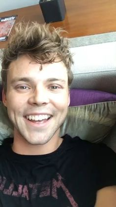 did anyone else have nostalgic feels when ashton was doing the instagram livestream ??? idk why but it made me think of the old keeks and twitcams they used to do.