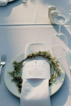 baby's breath wreath at wedding place setting