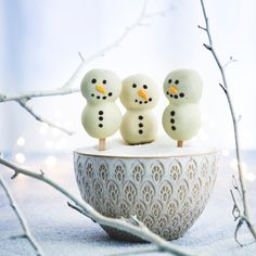 Lumiukkotikkarit | Meillä kotona Cake, Desserts, Food, Tailgate Desserts, Deserts, Kuchen, Essen, Postres, Meals