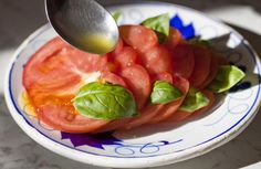 """Pomodoro, #basilico ed olio taggiasco. Un pizzico di sale e la ricetta perfetta è finita!  Se volete mangiare con gli occhi, ecco il link alla #ricetta : http://www.liguriainside.it/it/2012/05/17/basilico/    Tomato, basil and """"taggiasca"""" oil. A little bit of salt and the perfect #recipe is ready!  More about this wonderful herb from #Liguria here:  http://www.liguriainside.it/it/2012/05/17/basilico/"""