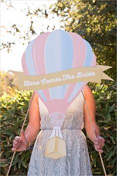 hot air balloon | travel inspired wedding | hot air balloon signage | #weddingchicks