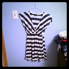 Tunic top Navy and white striped tunic top, never worn! One size fits most,but fits medium perfect. From Rue21. Rue 21 Tops Tunics
