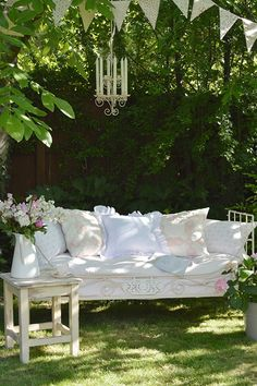 32 Best Ideas For Cottage Garden Seating Inspiration Shabby Chic Garden, Garden Cottage, Shabby Chic Interiors, Shabby Chic Homes, Outdoor Rooms, Outdoor Living, Outdoor Decor, Banco Exterior, Jardin Luxuriant