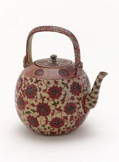 objet asiatique : théière, motifs de fleurs, vaisselle