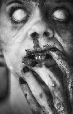 40 Horror Photography Examples to get goose bumps Arte Horror, Horror Art, Horror Movies, Horror Photography, Dark Photography, Creepy Pictures, Horror Pictures, Horror Pics, Creepy Horror