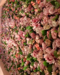 """455 curtidas, 9 comentários - Vero Festas (@verofestas) no Instagram: """"Detalhes dos nossos paineis de flores.. #MMXV #verofestas #floresdaVero #semfiltro"""""""