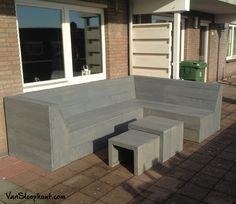 Loungebank voor buiten met bijzet tafels. Gemaakt van steigerhout met een grey wash beits. Gave tuinset! #tuinbank #salontafel #buitenleven #buitengebruik
