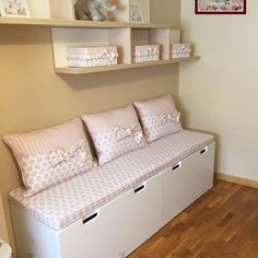 Classic style nursery/kids room by Home by TPD 'El Arte de Recibir en Casa' Girl Bedroom Designs, Girls Bedroom, Baby Room Decor, Bedroom Decor, Diy Storage Bench, Extra Storage, Storage Ideas, Kids Bedroom Furniture, Furniture Dolly