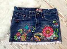 Mery-Jane /  Rozkvitnutá suknička Short Jeans, My Jeans, Denim Jeans, Painted Clothes, Repurposing, Sewing Ideas, Farmer, Embroidery, Decorating