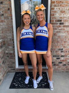 Cheer Picture Poses, Cheer Poses, Cheerleading Pics, Hot Cheerleaders, Cheer Team Pictures, Cute Friend Pictures, Girls Softball, Girls Basketball, Volleyball Players