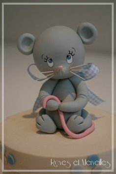 It's polymer clay but would be so cute to make out of fondant by Reves Merveilles