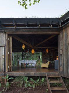 Hostel Comuna Yerbas del Paraíso  / IR arquitectura