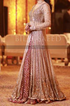 dresses indian gowns Grooms sister at the grand mayun Shadi Dresses, Pakistani Formal Dresses, Pakistani Wedding Outfits, Pakistani Dress Design, Bridal Outfits, Indian Designer Outfits, Designer Dresses, Lehnga Dress, Lehenga