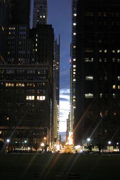 NYC - Sunset from Bryant Park Places In New York, Places To Go, New York Landmarks, Beautiful Places, Beautiful Pictures, Empire State Of Mind, New York Life, Bryant Park, Brooklyn New York