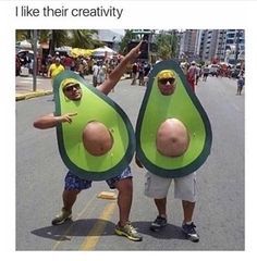 Happy Halloween to all! Bring on the Halloween Memes! Avocado Costume, Halloween Parejas, Halloween Disfraces, Halloween Kostüm, Homemade Halloween Costumes, Holloween Costumes For Men, Halloween Quotes, Just For Laughs, Costume Ideas