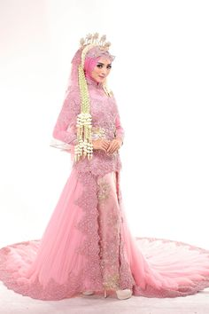 Kebaya Muslimah Laksmi NEW COLLECTION by LAKSMI - Kebaya Muslimah & Islamic Bride - 003 Javanese Wedding, Indonesian Wedding, Wedding Hijab, Wedding Poses, Muslim Nikah, Model Kebaya, Hijab Style Dress, Kebaya Dress, Beauty Shoot