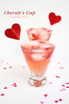 Elderflower liqueur, vodka or gin, lemon juice, muddled strawberry, sparkling rose Bar Drinks, Non Alcoholic Drinks, Cocktail Drinks, Cocktail Recipes, Beverages, Sparkling Drinks, Fruity Cocktails, Refreshing Drinks, Summer Drinks