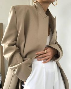 Business Casual Chic - Minimal Outfit Details - How to Style a Camel Blazer Beige Outfit, Tweed, Look Zara, Business Professional Outfits, Business Casual, Hello Weekend, Minimal Outfit, Weekend Style, Minimalist Fashion