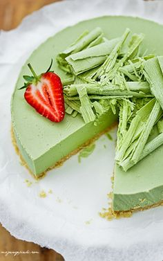 Image in Dessert, Sweet Things & Fruit 🍩🍦 collection by Trang Lê Lime Cheesecake, Cheesecake Recipes, Dessert Recipes, Green Tea Dessert, Bon Dessert, Matcha Cake, Matcha Dessert, Chai Recipe, Green Tea Recipes