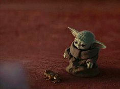 You know I'd never let you fall, right? < You know I'd never let you fall, right?,Memes da Marvel I won't go speechless Source by marikogogisvani… Related posts:Baby girl newborn photos baby nursery -. Star Wars Meme, Star Wars Baby, Baby Animals, Cute Animals, Yoda Meme, Fall Memes, Disney Plus, Star Wars Poster, Entertainment