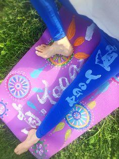 直yoga japonythm yoga mat  & leggings #直yogajaponythm#腹活#ハラカツ Picnic Blanket, Outdoor Blanket, Leggings, Picnic Quilt