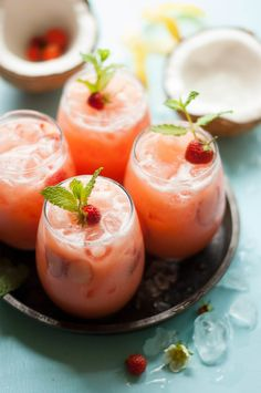 drinks Cool and creamy, fruity and refreshing, this strawberry coconut lemonade is the perfect summer drink. Refreshing Drinks, Yummy Drinks, Healthy Drinks, Healthy Recipes, Delicious Recipes, Non Alcoholic Drinks, Cold Drinks, Beverages, Juice Smoothie
